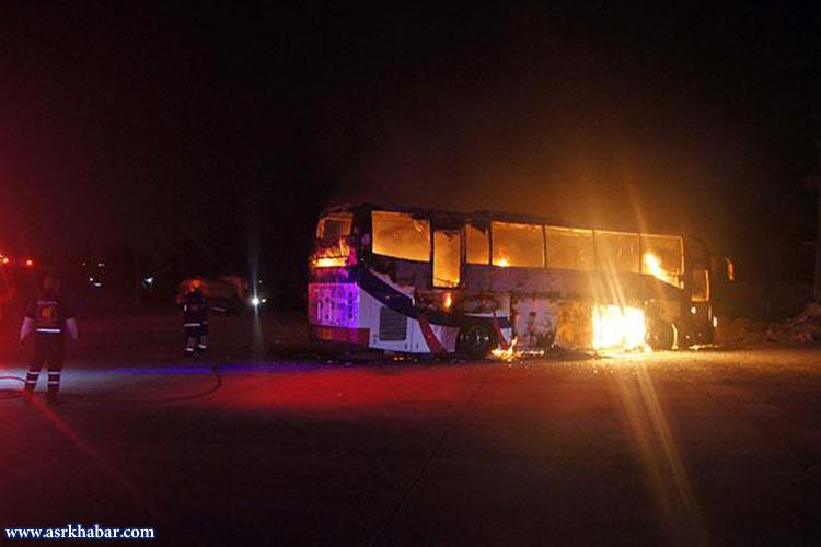 حریق اتوبوس گردشگران در یک پمپ بنزین + فیلم