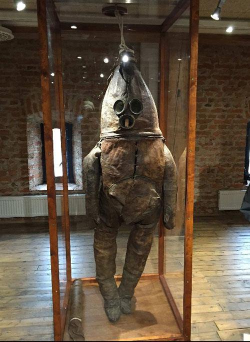 عکس: قدیمیترین لباس غواصی جهان