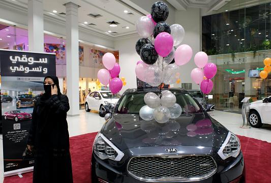 اولین نمایشگاه خودرو برای زنان در عربستان افتتاح شد(تصاویر)