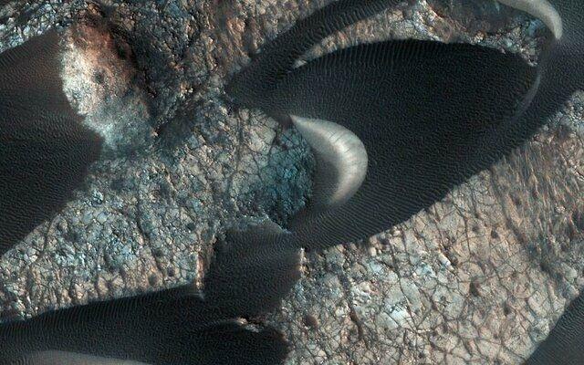 تصویر دیدنی از تپههای ماسهای کره مریخ (+عکس)