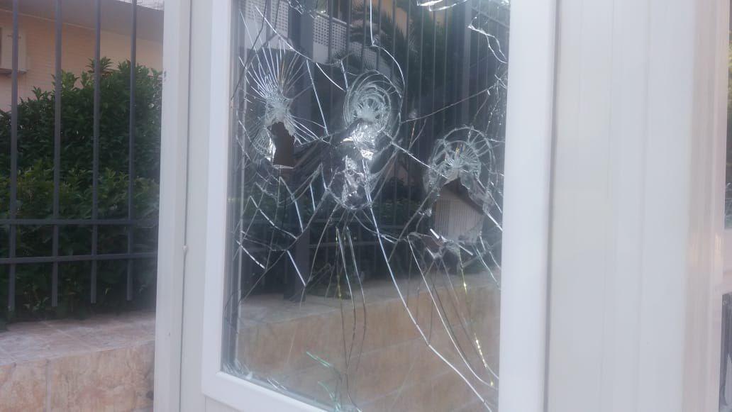حمله به ساختمان سفارت ایران در یونان (+عکس)