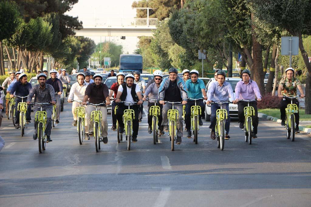 دوچرخه سواری شهردار منطقه 20 با خبرنگاران
