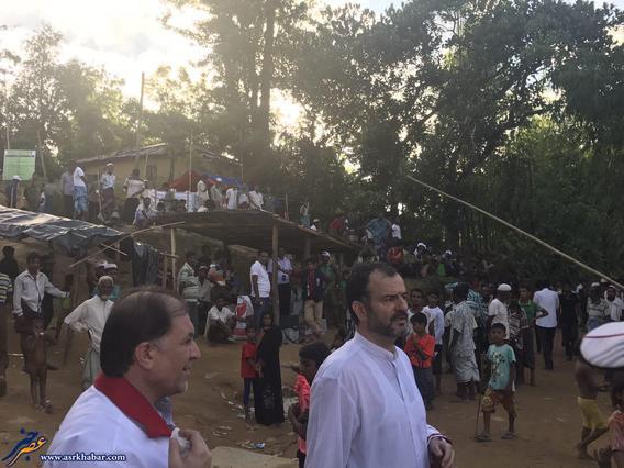 دكتر واعظي سفير ايران در بنگلادش داخل اردوگاه