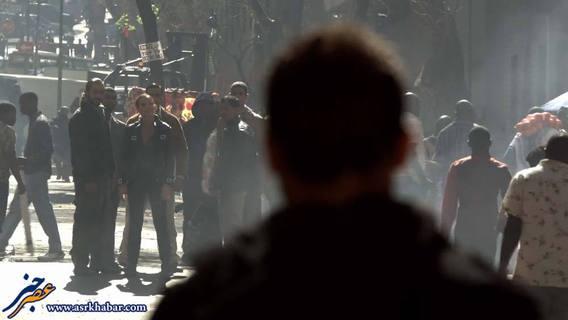 قهرمان داستان رو در رو با تروریست های مثلا ایرانی در وسط شهر!