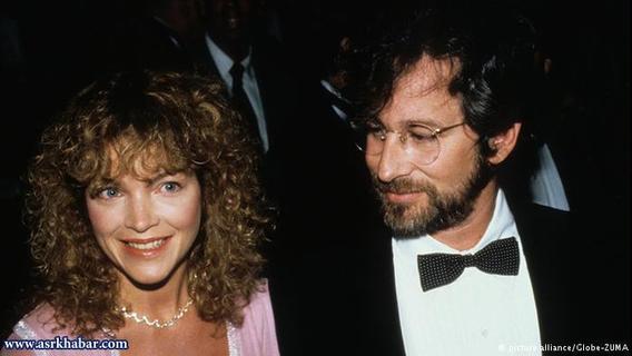 استیون اسپیلبرگ، کارگردان بزرگ سینما پس از چهار سال زندگی مشترک از امی اروینگ جدا شد. این هنرپیشه برای هر سال زندگی با اسپیلبرگ ۲۵ میلیون دلار و در مجموع یکصد میلیون دلار بعد از طلاق از او دریافت کرد.