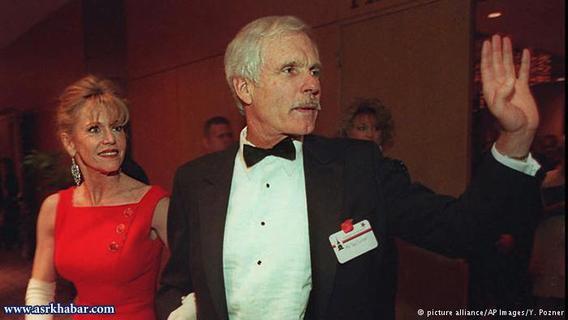 تد ترنر، بنیانگذار شبکه سیانان و جین فوندا ۱۰ سال با هم زندگی کردند. ترنر پس از طلاق ۸۵۰ میلیون دلار به جین فوندا پرداخت کرد.