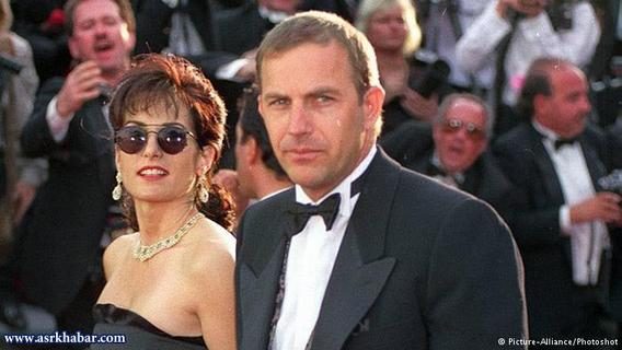 کوین کاستنر، پس از شانزده سال زندگی مشترک در سال ۱۹۹۴ از همسرش سیدنی جدا شد. آنها سه فرزند با هم داشتند. طبق حکم دادگاه، کوین کاستنر ۸۰ میلیون دلار به همسرش پرداخت کرد.